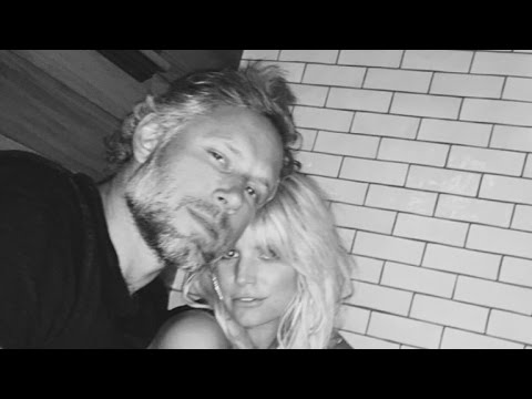 Jessica Simpson And Eric Johnson Show Some Silly 'Date Night' PDA