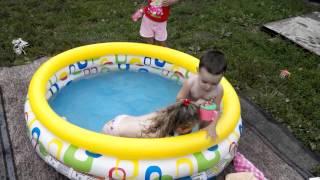 СМЕШНЫЕ ВИДЕО ПРИКОЛЫ! ДЕТИ В БАССЕЙНЕ!)))(СМІШНІ ВІДЕО ПРИКОЛИ! ДІТИ В БАСЕЙНІ !))) СМЕШНЫЕ ВИДЕО ПРИКОЛЫ! ДЕТИ В БАССЕЙНЕ!))) Funny video jokes! CHILDREN IN THE POOL!))), 2015-12-03T15:28:04.000Z)