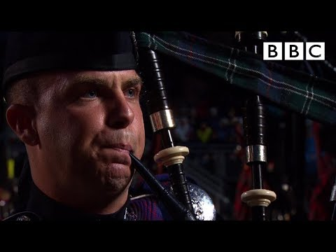 The Massed Pipes and Drums - Edinburgh Military Tattoo - BBC