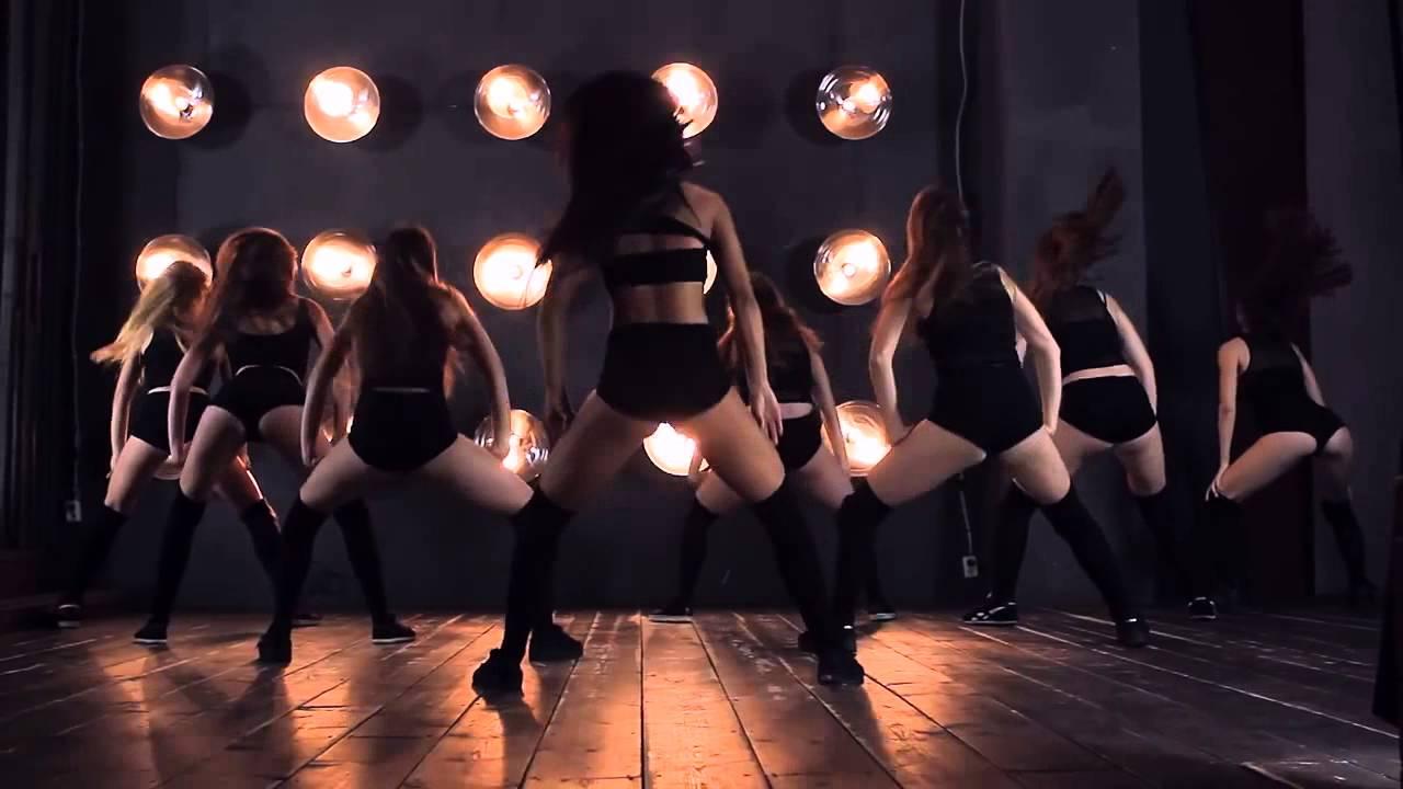Танцующие красивые попки онлайн — 10