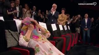 Standing ovation pour une Agnès Varda gênée avec JR et Matthieu Chedid - Festival de Cannes 2017