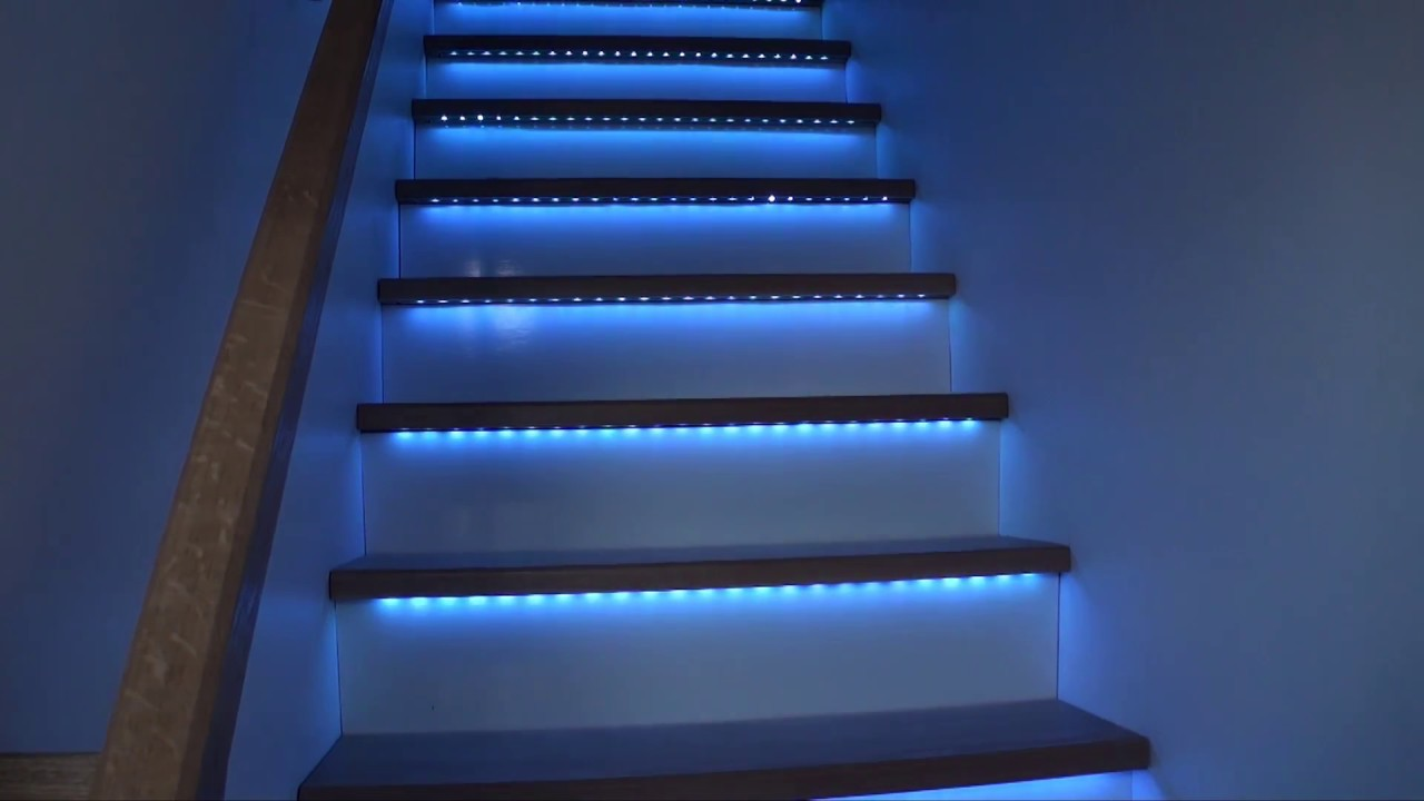 Escalier bandeaux de led rgb youtube for Eclairage interieur led