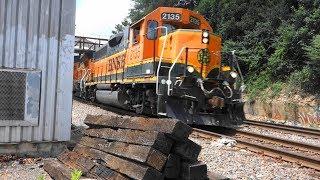 迫力の米国貨物列車(1) 機関車5重連+貨車38両