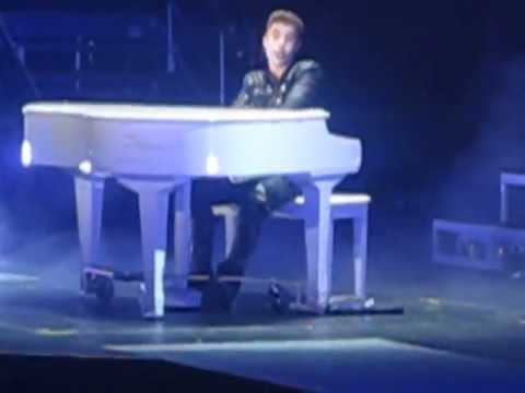 Justin Bieber Shouting Out Toronto While Singing BELIEVE!