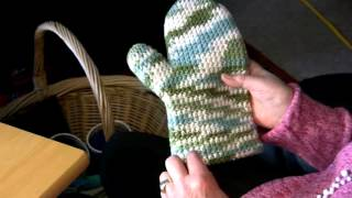 "Ursula Graf's ""Double Density Oven Mitts"" - Crochet level advanced"
