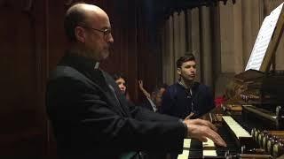 Don Alfonso suona l'organo della Cattedrale di Murcia per Genova e i genovesi