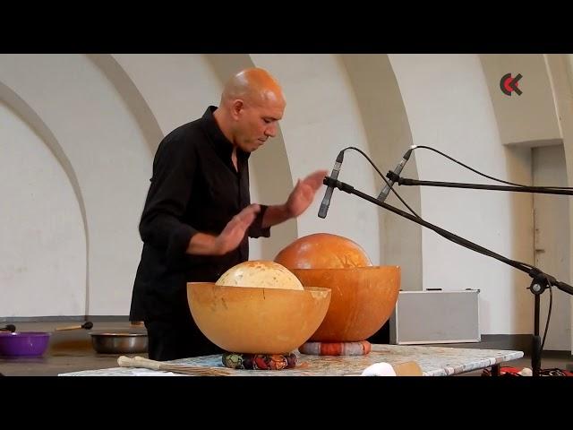 Marco Giovinazzo gra na calabas