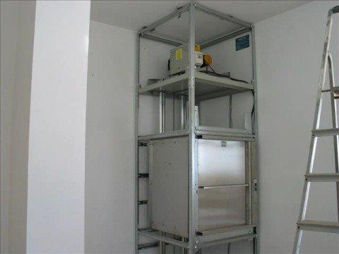 Montacarichi montaggio siat ascensori roma youtube for Montacarichi da balcone per legna