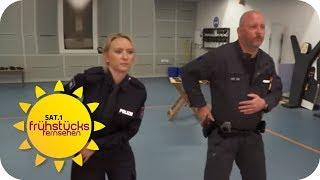 SO SCHWER ist die AUFNAHMEPRÜFUNG bei der POLIZEI! | SAT.1 Frühstücksfernsehen | TV