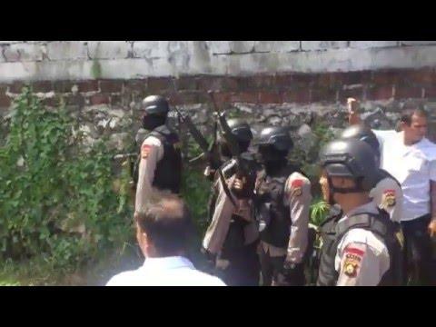 POLISI TEMBAK MATI AMOKRANE SABET PEMBUAT ONAR DI BALI