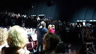 L'abbraccio di Ilaria Cucchi al cast del film Sulla mia pelle, alla Mostra del Cinema di Venezia