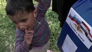 Российские военные доставили гуманитарный груз в районы Сирии, освобожденные от террористов.