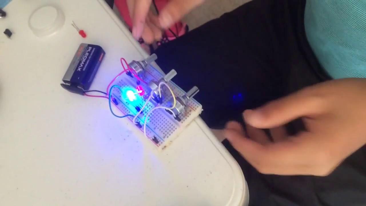 LEDs en un pequeño circuito de resistencias variables