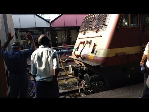 (4K)22415 AP AC Express Loco Reversal and Hauling BZA WAP4 @Vijayawada and meets 12626 Kerala expres