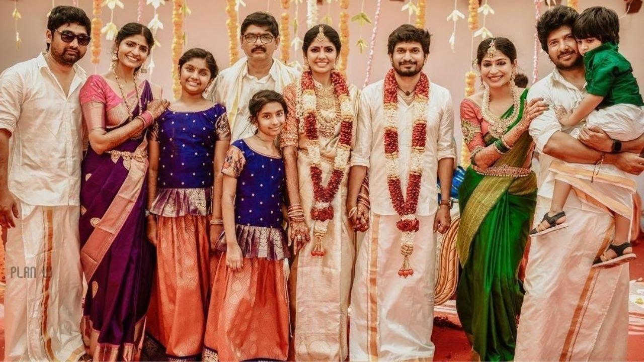 Download Actress viji Family Pic At Niranjani wedding  Actress viji ahathiyan family wedding