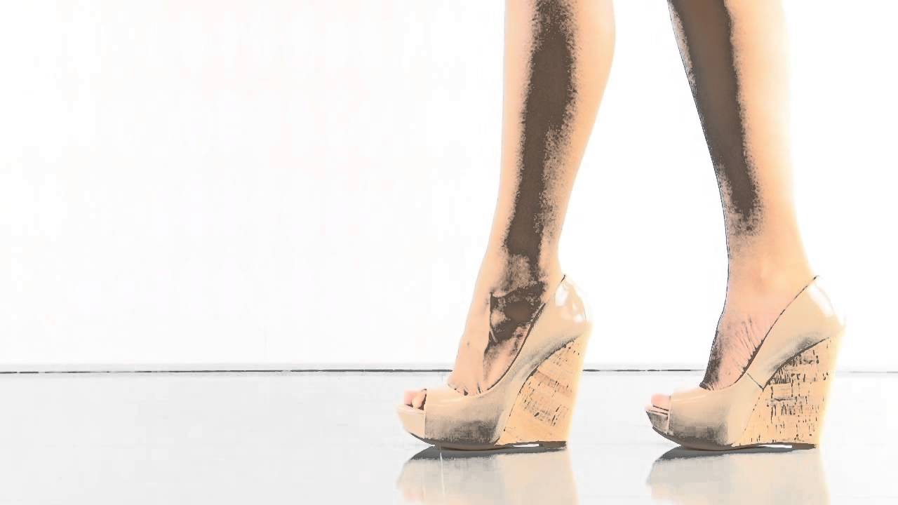 5db57536b63d Bethani in Nude Patent Jessica Simpson - YouTube