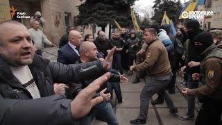 Мэр против 'Азова'. Драка в Белозерске, Донецкая область, Украина