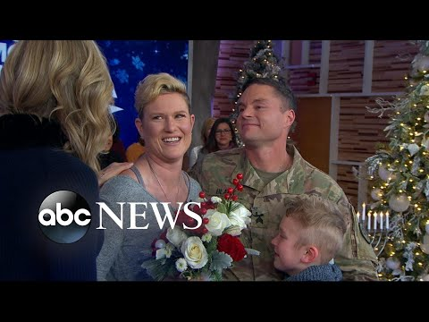 Christmas Homecoming Proposal.Military Sergeant Surprises His Family For The Holidays Live