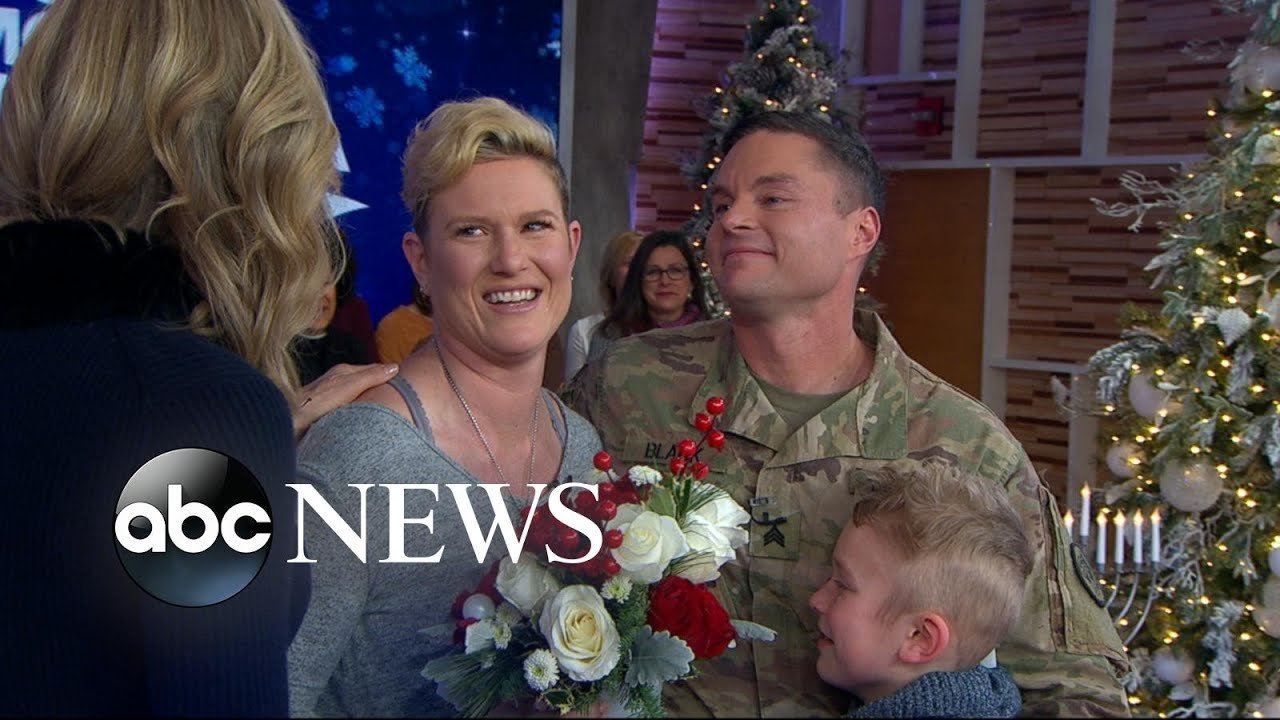 Christmas Homecoming Proposal.Military Sergeant Surprises His Family For The Holidays Live On Gma