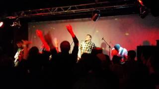 Смотреть видео NATRY - Каждому Нужен Кто-то (feat. Alex Molecul) (live in АфишА, 09.12.2016) онлайн