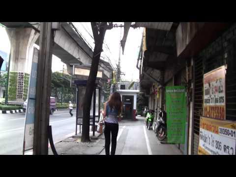 CAN YOU WALK? Sukhumvit Rd Bangkok 2011 - HD.