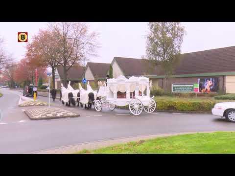Uitvaart slachtoffer drugslab Kaatsheuvel, koets wordt voorgetrokken door vier witte paarden