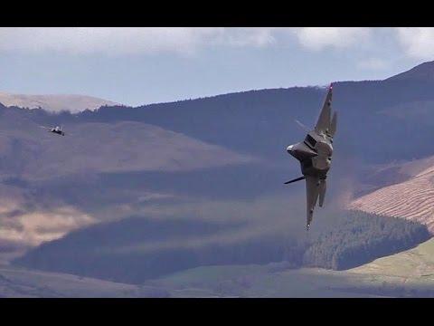 Incredible footage shows USAF F-22   in the Mach - loop