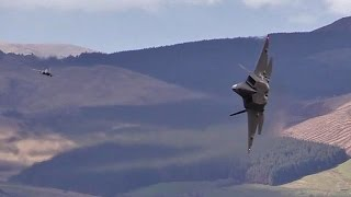 Incredible footage shows USAF F-22   in the Mach - loop