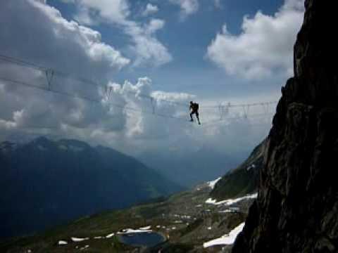 Klettersteig Eggishorn : Drei seilbrücke am eggishorn klettersteig im wallis