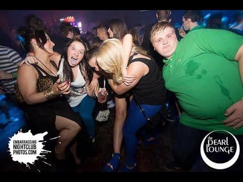 В клубе поебались разошлись, парень извращают девушку видео