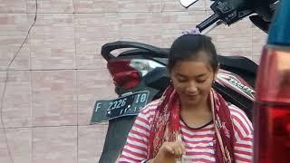Gadis ayu penjual jamu