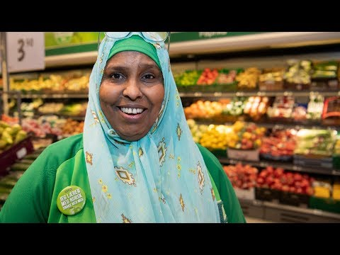 Khadija (48) lærer norsk på KIWI
