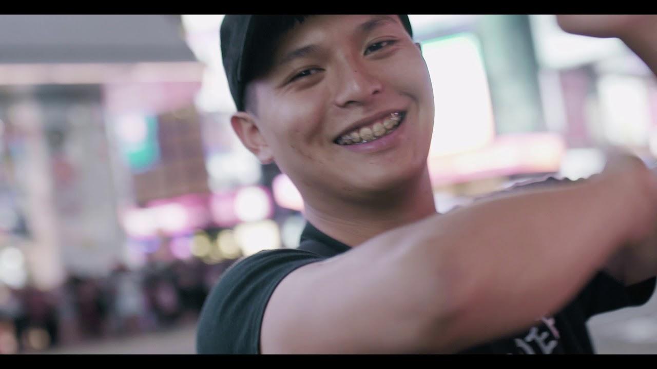 老王樂隊|我還年輕 我還年輕 Official Music Video - YouTube