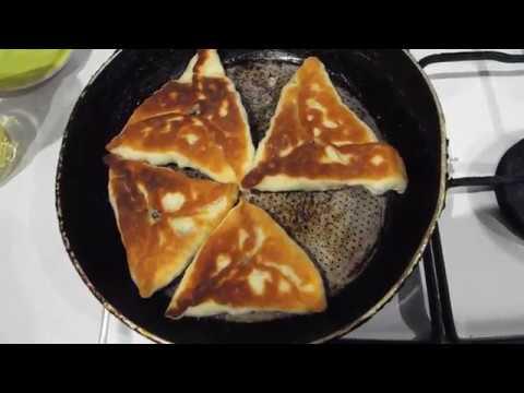 Треугольные пирожки со скумбрией (рыба консерва).