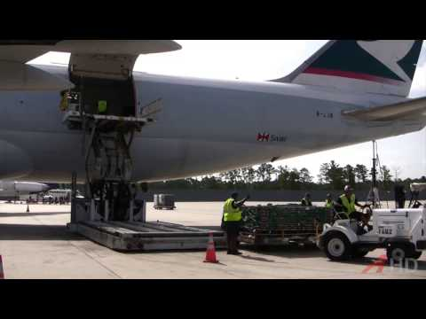 Raw Video: Cathay Pacific 747-8 Loading Operations, 28 June 2013