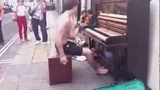 видео Уличный пианист покоряет Нью-Йорк мировой классикой