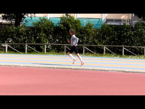 Gary Brackett ChiRunning Barefoot (slow motion)