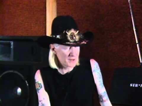 Johnny Winter - Interview - 11/4/1984 - Rock Influence (Official)