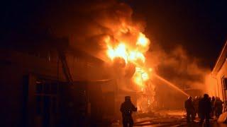 Несколько часов тушили пожар на складе автозапчастей в Шымкенте