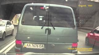 Volkswagen AA7676OA задел автомобиль с регистратором в Киеве