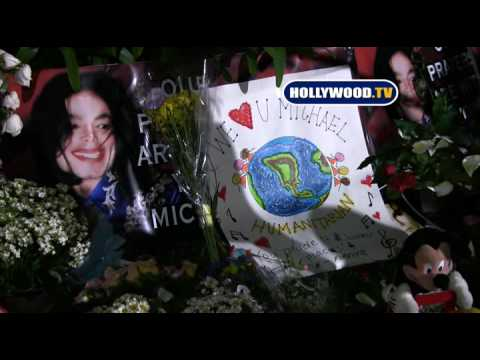 Fans' Emotional Michael Jackson Memorial- Hollywood.TV