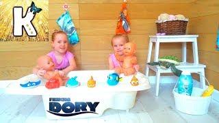 В поисках Дори Игрушки из Мультика Обзор Baby Bath Time with Finding Dory Toys Unboxing