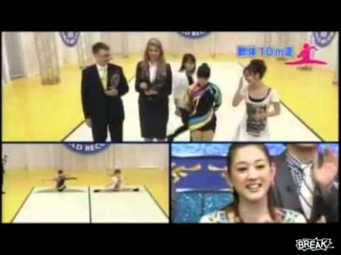 Clip thiếu nữ đi xoạc chân,lập kỷ lục Guinness