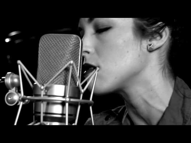 "Elise LeGrow ""Drinking In The Day"" (Live Acoustic)"