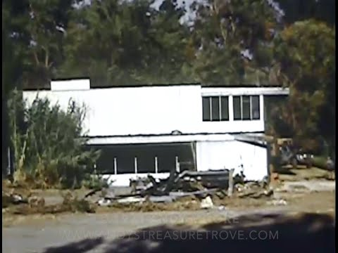 Destruction (Neutra / Von Sternberg House Being Demolished)