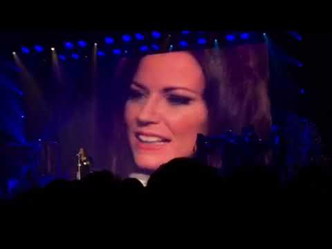 Martina McBride with Elvis Presley - Blue Christmas @ Hobart Arena (11.29.17)