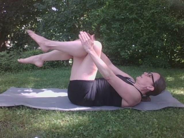 Bring the Y Home: Pilates Single Leg Stretch