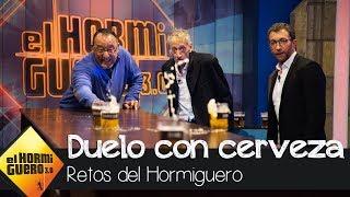 Duelo de puntería con cervezas entre Jean Reno y Enrique San Francisco - El Hormiguero 3.0