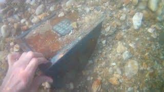 OMG 😮 , j'ai trouver un coffre fort dans la rivière !!!