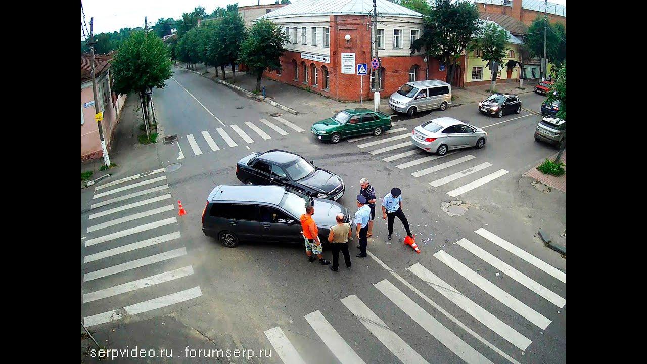 ДТП в Серпухове. Новогодние таксисты встретились на красный... 03 января 2017г.